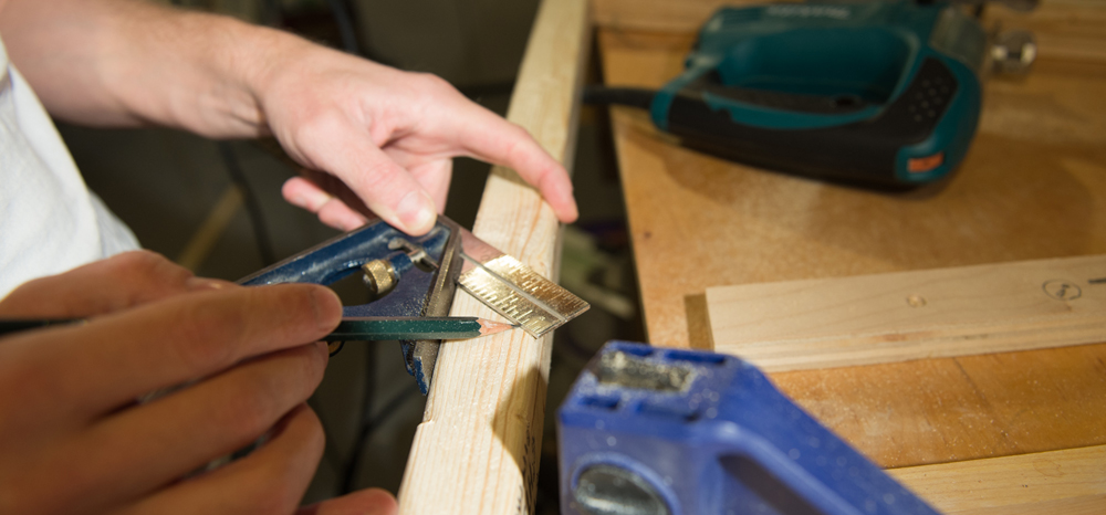 measuring 45 degree angle with carpenters square